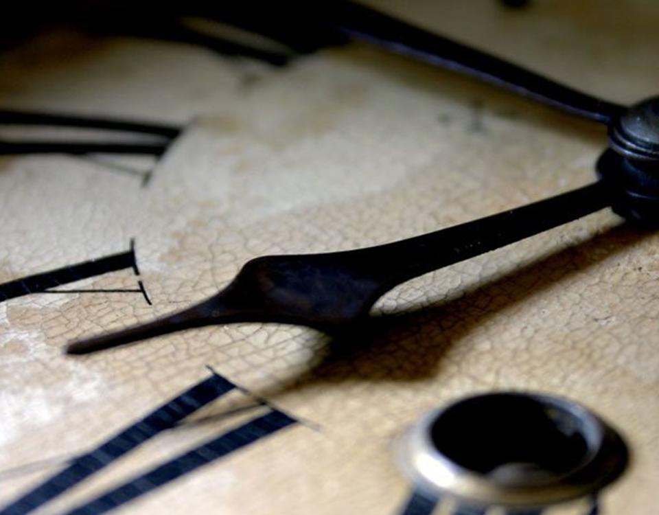 Relógio retrocedido.