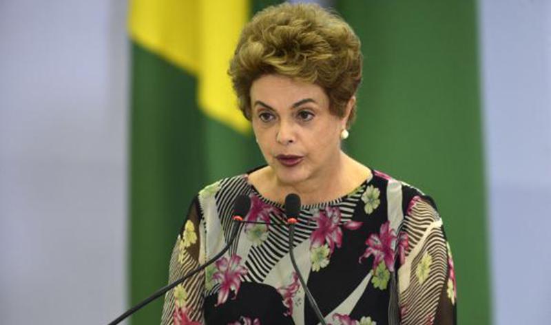 Dilma Rousseff prestando depoimento.
