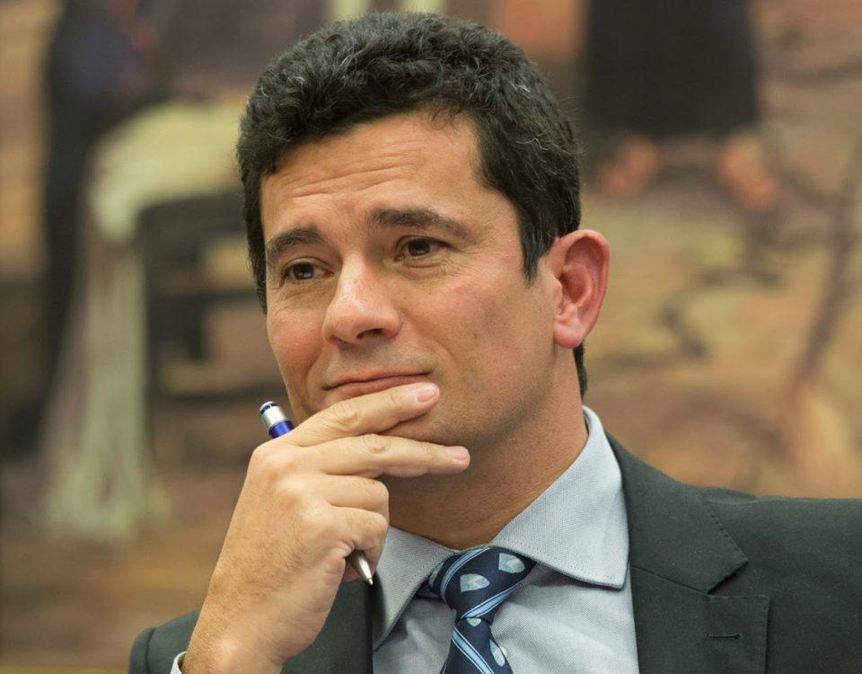 O juiz Sérgio Moro, da 13ª Vara Federal de Curitiba, determinou que a prisão do publicitário André Gustavo, seja substituída por medidas cautelares.